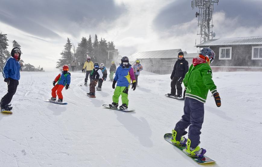 130209_SnowboardGroup_Summit_HS2400px